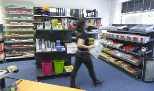 Frau im Kopierladen Werne